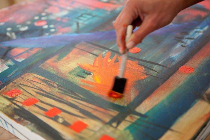 Painting at DWYL retreat (Image: NavyBlur)